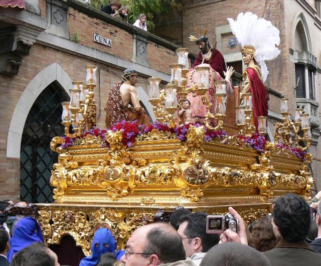 Semana-Santa-en-Sevilla.jpg