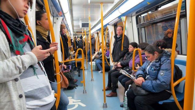 Viajeros-interior-Metro-Madrid-enero_647645231_442723_1020x574.jpg