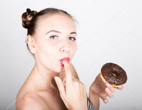 depositphotos_115573790-stock-photo-girl-in-bright-makeup-eating.jpg